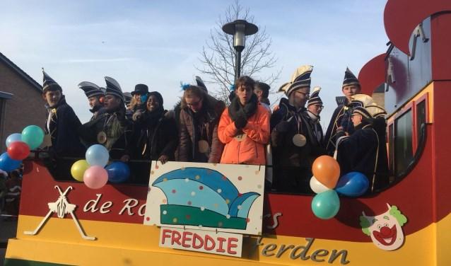 De scholenoptocht van De Kom, De Dijk en De Kubus. Met Prins Freddie en zijn pages en raad van elf van Het Komkommerrijk. (Foto Marian van Dinteren)