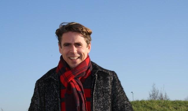 """Geluksexpert Michiel Hobbelt: """"Als je gelukkiger bent ga je meer helpen en van helpen word je ook weer gelukkiger. Elkaar steunen is ook heel belangrijk om doelen te behalen."""" www.duurzaamgeluk.com Foto: Càrola Rietdijk"""