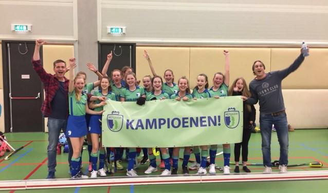Meisjes C2 is een van de 5 teams van HC Rijnvliet die zaalkampioen is geworden