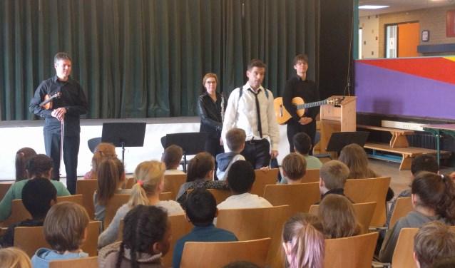 Het muziekproject op de Petrusschool werd mede mogelijk gemaakt door de Rotary Club Rijswijk.