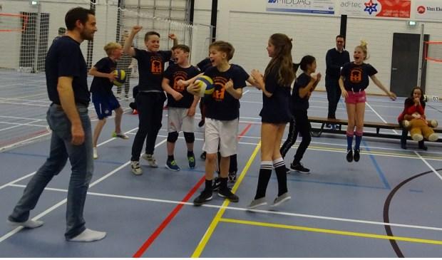 De Open Poort uit Asperen won het toernooi en daar waren deze jonge volleyballers dolgelukkig mee. Eigen foto