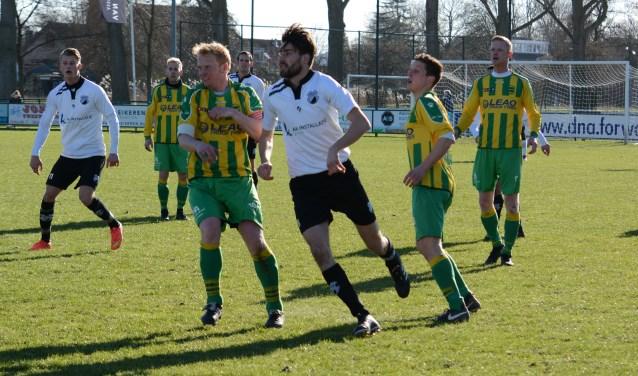 Kelvin van der Giesen (voorgrond), Mitchel Louwerens, Jeroen Voshart