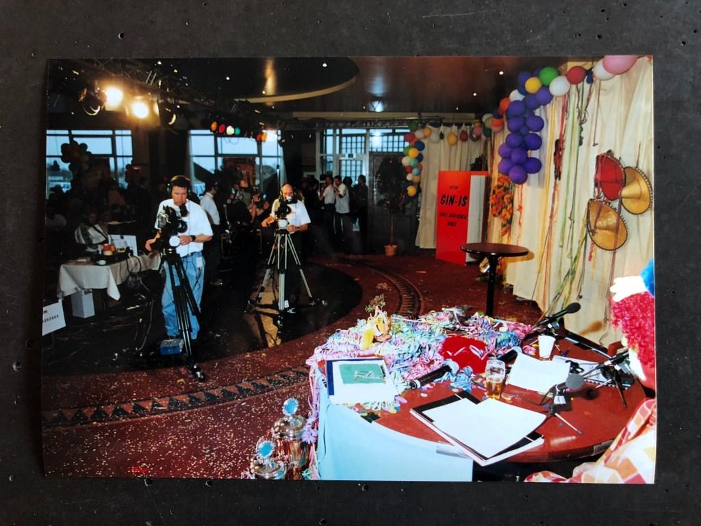 De eerste uitzending vanuit het Turfschip in Breda. Ad Romijn en Pim van Ginneken waren er toen ook al bij.  © Persgroep