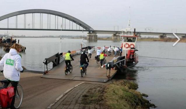 D66 en de fietsersbond maakten een fietstocht om te pleiten voor een brug.