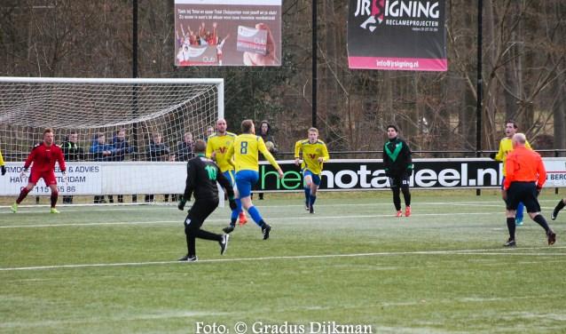 Arend Vinke verzamelde ook dit weekend de voetbaluitslagen van alle eerste teams uit Hattem, Heerde en Epe weer. Dit is een foto van de wedstrijd Hatto-Heim tegen Zwolsche Boys. Foto: Gradus Dijkman