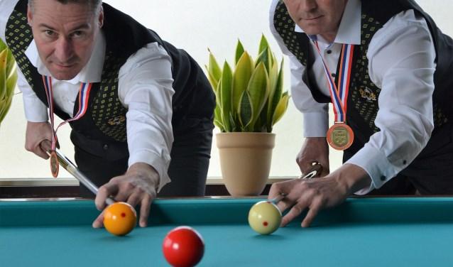 De broers Eddy en Peter Verhoeven werden Nederland kampioen biljarten. (foto: persfoto)