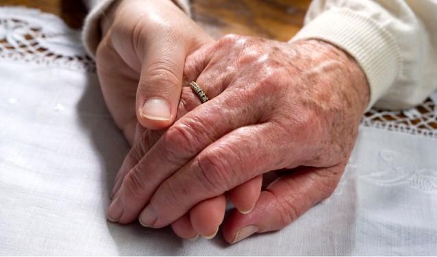 Dementie: verzamelnaam voor aandoeningen gekenmerkt door combinaties van meervoudige stoornissen in verstandelijke vermogens, stemming en gedrag. Het leervermogen kan nog worden gestimuleerd. Er is nog geen geneesmiddel. (Archieffoto: DNK)
