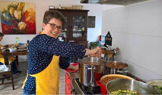 Voor de soepactie werd er bijna 45 liter soep gemaakt.