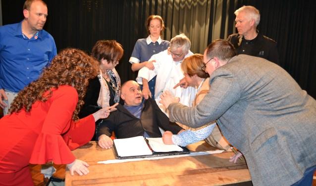 Toneelgroep KAT speelt 'De Italiaanse Meesterhand', een komische detective. Een 'whodunnit' waarbij het publiek naar de dader kan raden. Ben je tussen de 18 en 35 jaar oud en lijkt het je leuk ook op de planken te staan? Maak dan snel eens kennis met toneelgroep KAT.