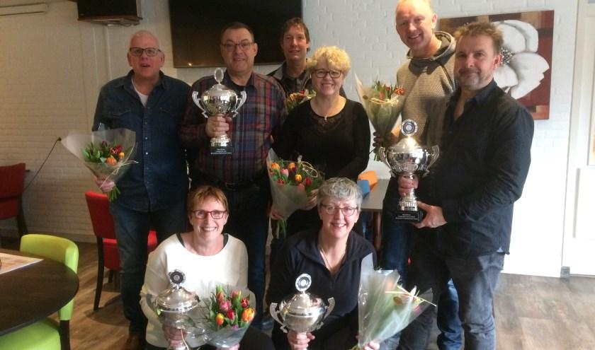 De winnaars: Staand vlnr: Jan Takken, Alfred Zweers, Peter van Dijk, Sylvia Breukink, Ronald PostemaVoorgrond: Marja Koert en Judith Weustenenk.