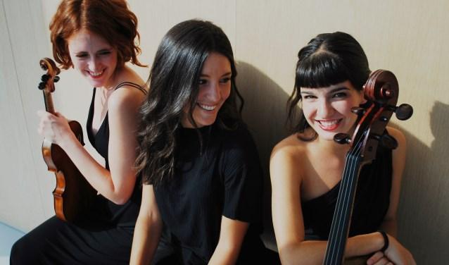 Het Artem Trio treedt op in Madeleine. (persfoto)