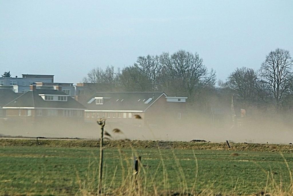 Zandverstuiving in de wijk Zuidbroek. Foto: Hans Koppelman.  Foto: Hans Koppelman © Persgroep