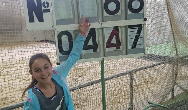 Joan Hardon kwam erg ver bij het verspringen met 4.47 meter en werd hiermee tweede.