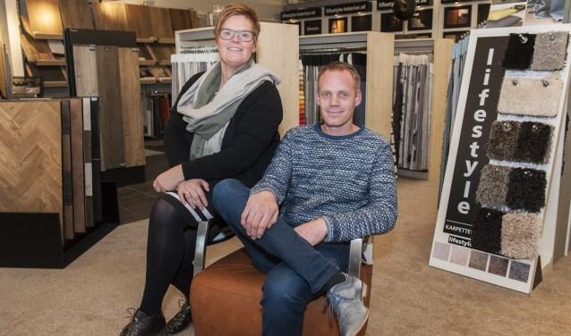 Aan het roer van Klumpenhouwer Woninginrichting staan sinds 2014 Judith en Richard Klumpenhouwer, dochter en neef van de oprichters Henk en Ineke Klumpenhouwer, (foto: Vanessa Wassink)