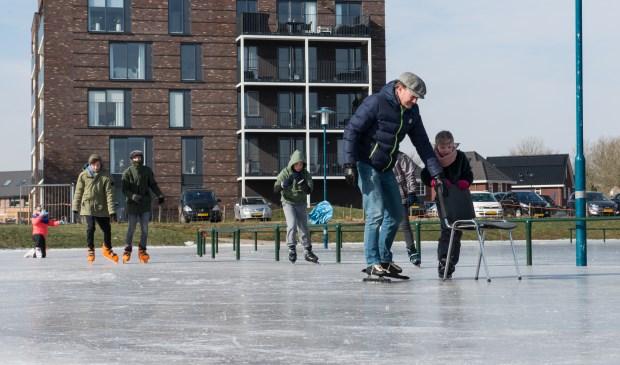 Schaatsen op natuurijs! Het kan weer. Velen weten IJsbaan De Klaarbeek in Epe te vinden in de voorjaarsvakantie. (foto: Dennis Dekker)