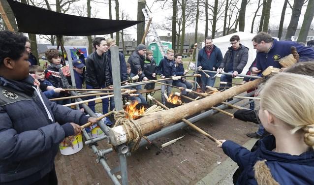 Scouting Sint Nicasius op het Strabrechtplein aanwezig met het vertrouwde broodbakken. Foto: archief Jurgen van Hoof