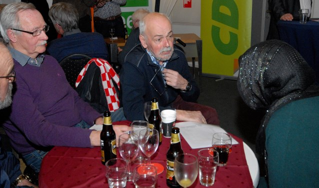 PLC'93 redde het niet. Henk Siroen (midden) verdwijnt na 37 jaar uit de gemeenteraad.