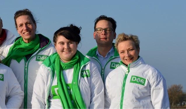 Ionela Beserman te midden van D66 partijgenoten. FOTO: Evelein Mesman