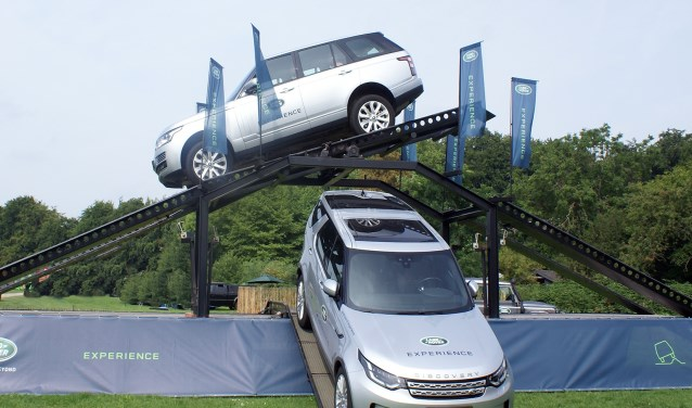 Ervaar hoe het is om over ruw terrein te reiden op de Land Rover Experience