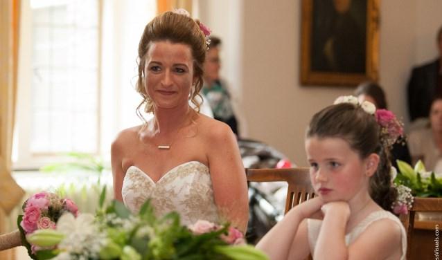 9Nep)trouwen op zondag 15 april is inclusief bruidsjurken in diverse maten, sluiers, tiara's, handschoenen en jacquets, hoge hoeden en veel meer. Foto: Peter Francis.