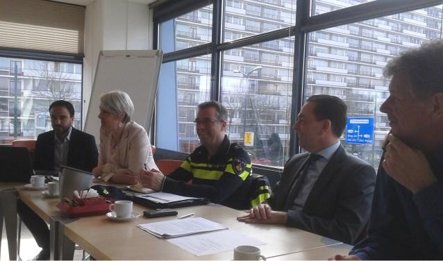 De veiligheidscijfers worden tijdens een persconferentie toegelicht.