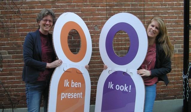 Margreet Smit en Petra de Vries (rechts) ontvangen je met open armen op de speeddate. (foto Gerreke van den Bosch)
