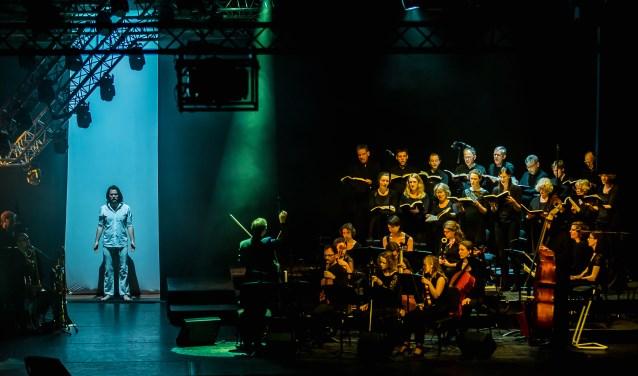 De Passieis een muzikale ontmoeting tussen de 'Matthäus Passion' van Johann Sebastian Bach en de musical 'Jesus Christ Superstar' van Andrew Lloyd Webber en Tim Rice. (Foto: Peter Putters)