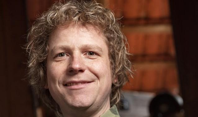 Stand-up comedian Thijs Kemperink komt donderdag 12 april naar het ZINiN Theater in Nijverdal.
