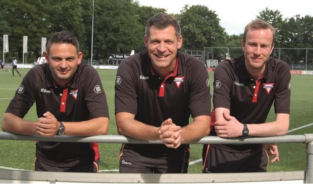 """Michel Weiss (links) samen met hoofdtrainer Jeroen Niks (midden) en assisttent-trainer Leon Schmitz:  """"Het goede gevoel is helemaal terug."""""""