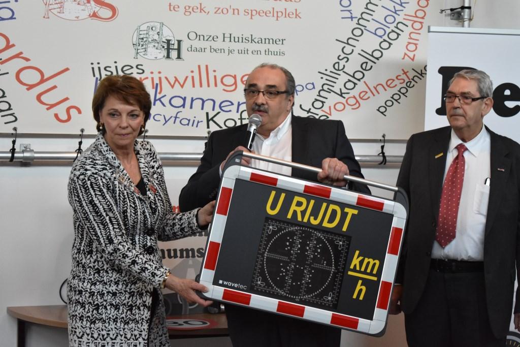 Burgemeester Blanksma gaf het startsein voor het project Denk aan max ©.