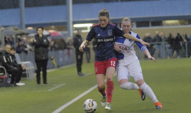 Het damesteam van de thuisploeg stond in de kwartfinale van de KNVB-Beker tegenover de dames van Ajax, regerend beker -en landskampioen. (Foto: Chris Wagter)