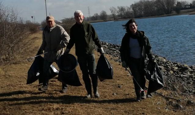 Vuil verzamelen langs de Rijn