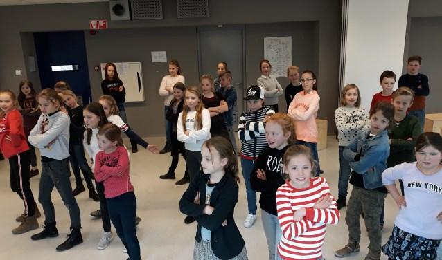 De kinderen van 1-STAGE spelen vrijdag 23 maart en zaterdag 24 maart om 19.30 uur en zondag 25 maart 14.30 uur de voorstelling Icarus bij Perron 3 in Rosmalen.  Kaarten zijn te koop via de website van Perron 3.
