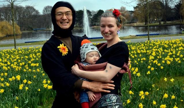 Masayuki Ashida, Jenny Cowell en Artos Kuniyoshi Ashida in het Zuiderpark (Foto: Jos van Leeuwen).