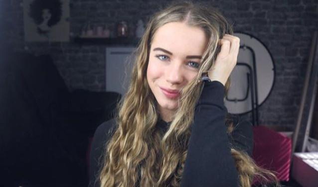De 15-jarige Estelle van den Elst dingt op 12 mei mee naar de titel van Miss Teen van Overijssel