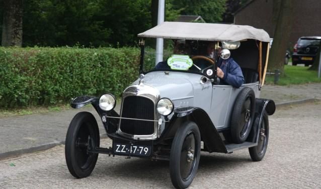 Deze deelnemer aan de Zomerrit van Vriendenclub Mechaniek Zeeland van 2016, een Citroën A Torpedo Commerciale uit 1920, mag met recht een oldtimer genoemd worden.