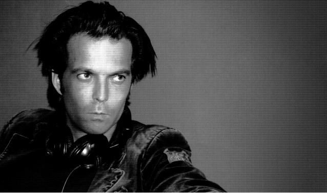 """DJ Kuif draait zaterdag 10 maart zijn dansbare platen bij Danspaleis Verkade in de Verkadefabriek. Zijn credo? """"Leef je uit met vrienden, ontmoet nieuwe mensen en ga uit je dak!"""" Danspaleis Verkade is van 22.00 tot 02.00 uur gratis te bezoeken."""