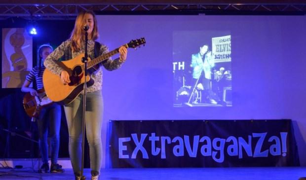 Leerlingen tonen hun talenten tijdens Extravaganza. Foto: Elzendaalcollege.