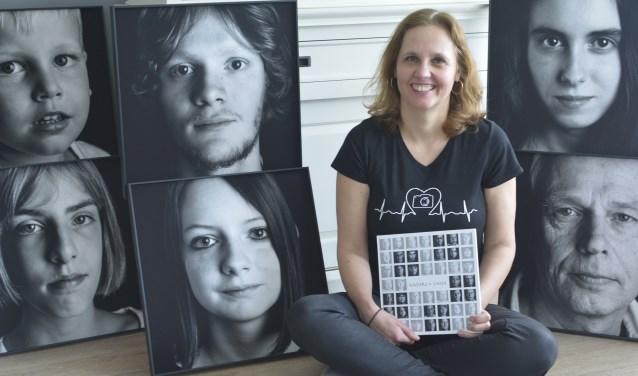 """""""Nadat ik verteld had dat de mensen op de foto's autisme hebben, dachten sommige bezoekers opeens dat ze het wél kunnen zien. Onzin natuurlijk"""", zegt fotografe Tamara Heck. (Foto: Britt Planken)"""