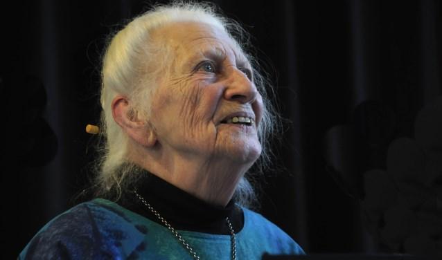 Inez Meter, de eerste Goudse stadsdichter heeft een fascinatie met de dood en vecht nu voor behoud naam IJsselhof. Foto: Marianka Peters