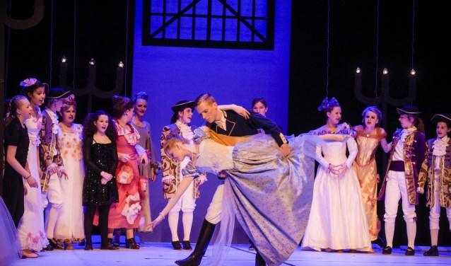 Het Rijswijks Jeugdtheater zet Assepoester op planken gezet. Foto