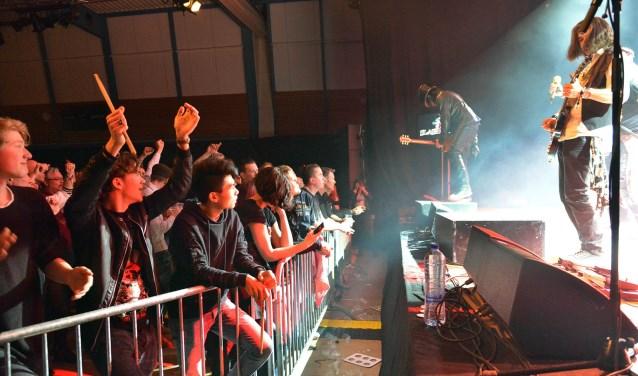 Slash N' Roses was een van de vier optredende Tribute-bands. (Foto: Paul van den Dungen)