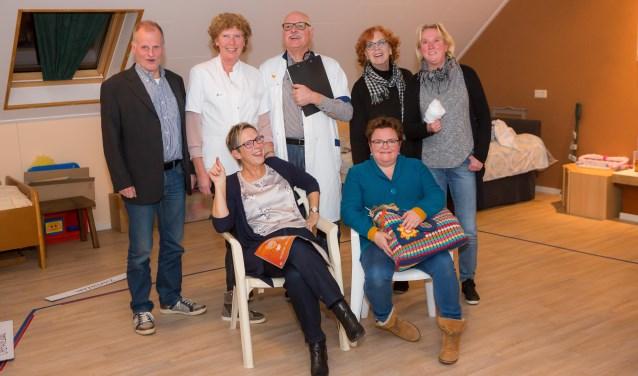 De toneelspelers van de Plaank'n Spöllers voeren vijf keer het blijspel op. Kaartjes kosten 7 euro. Foto: dezefoto.nl