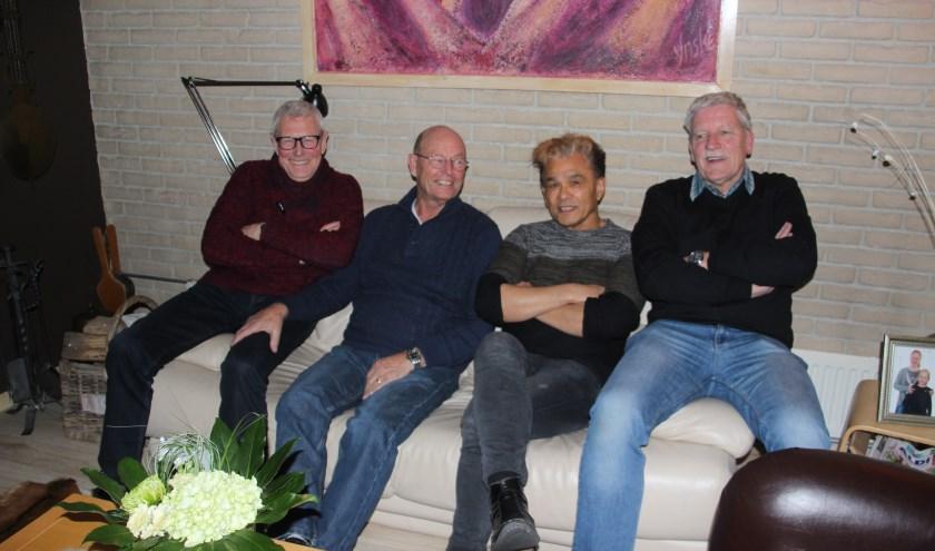 V.l.n.r.: Rinus Weinhold (Poparchief) Gerrit van Huizen (voormalig gitarist the Humbugs), Hans Hunter (poparchief) en Hendry Bosch(voormalig secretaris fanclub the Humbugs)