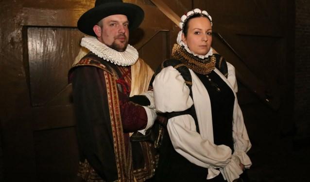 Leonie Pennings en Anthony Peeters, alias Anna van Buren en Willem van Oranje. (foto: Marco van den Broek)