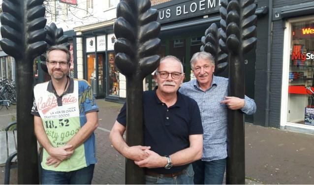 Ton van Lier (rechts) stopt als Centrummanager van Zevenaar. (archieffoto: Danny van der Kracht)