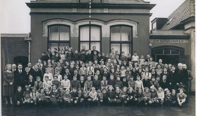 De historische vereniging Oud Schipluiden verzorgt 4 lezingen. Op de foto de christelijke school Den Hoorn in 1951