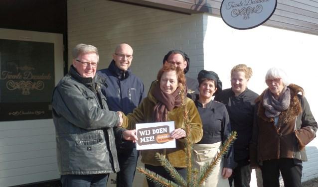 Chocolaterie Twente Decadente heeft de raamsticker 'Wij Doen Mee' van de Fairtrade Gemeente Campagne ontvangen.