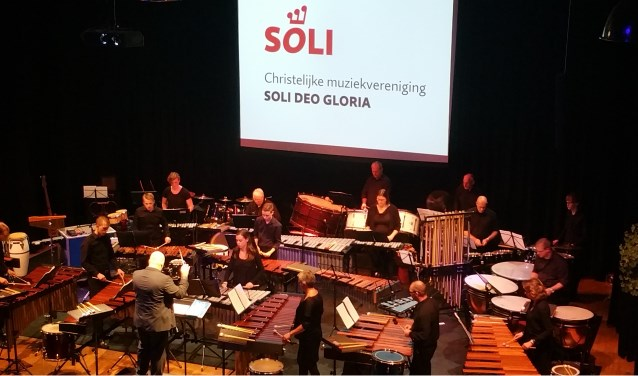 De fanfare brengt onder leiding van dirigent Jurgen Nap een afwisselend programma. (Foto: Privé)