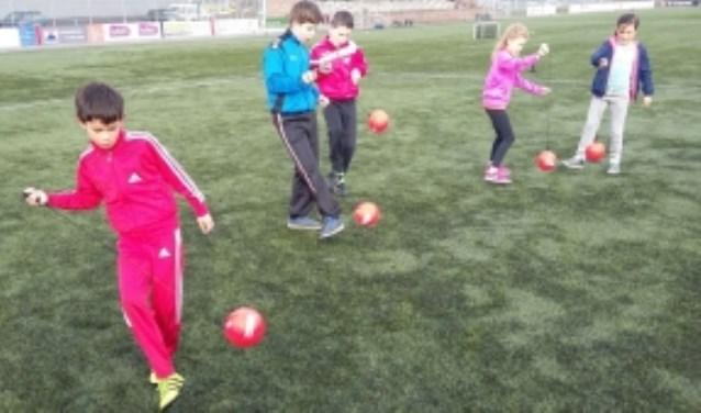 Ongeveer 90 kinderen hebben op vrijdag 2 maart een zeer geslaagde sportochtend gehad op sportpark Mariënhoeve.